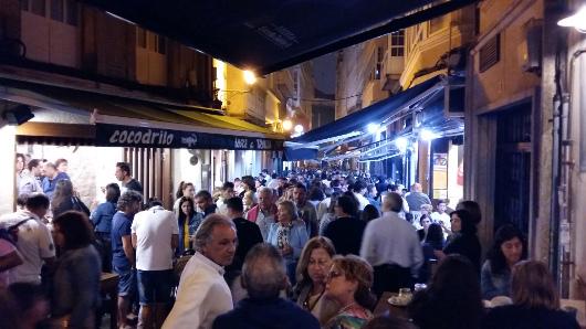 Angekommen in Spanien wartet der Trubel des Nachtlebens